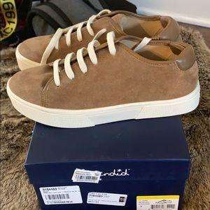 Splendid oak side sneakers NWT size 7